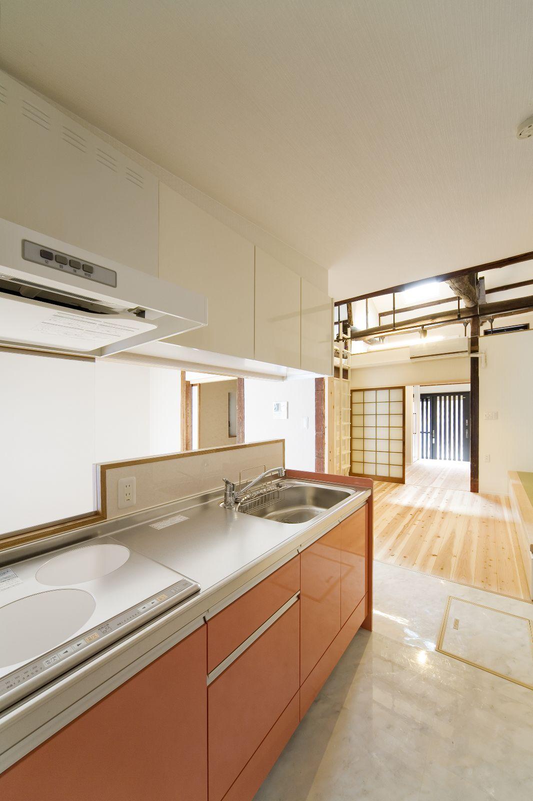 ツートンカラーで明るくおしゃれなキッチン 一戸建て ツートンカラー